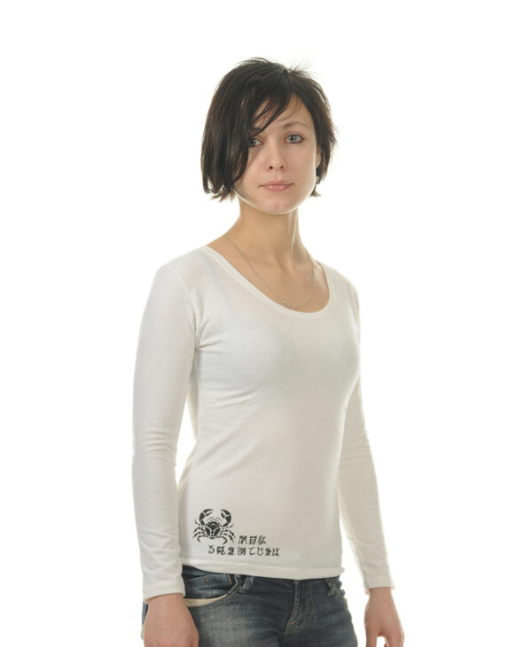 """Белый женский лонгслив (футболка с длинным рукавом) """"Море"""" в восточном морском символическом стиле с надписями на японском языке"""